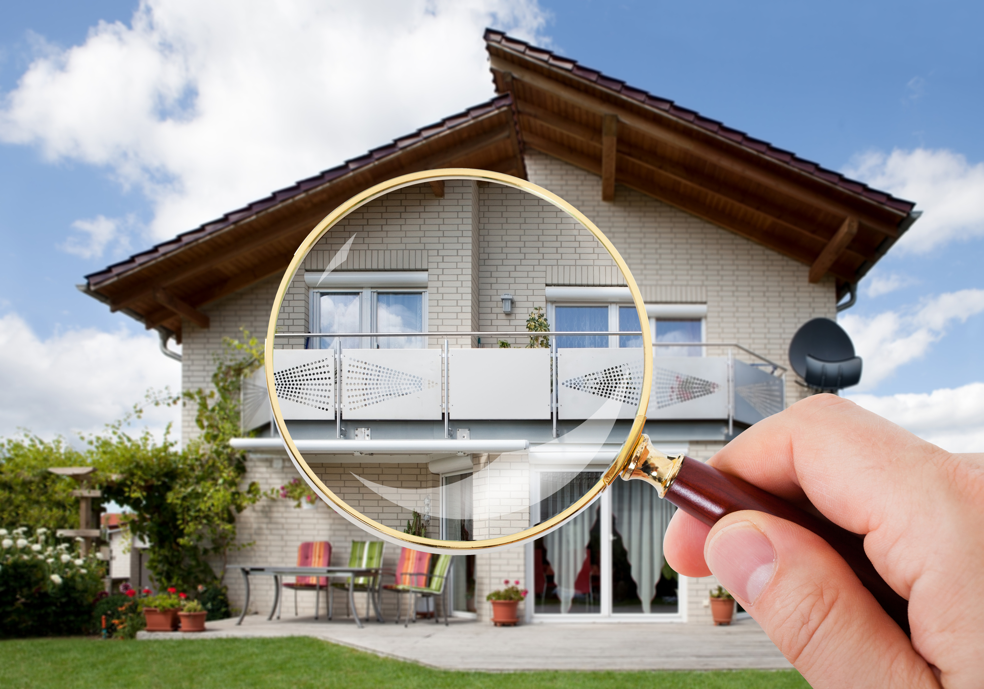 Pest Inspections Person Hand With Magnifying Glass Over Luxury House
